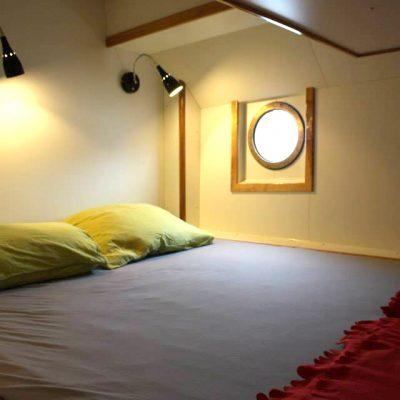 2 p hut bed